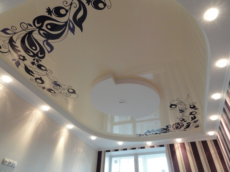 натяжной потолок с рисунком цена фото