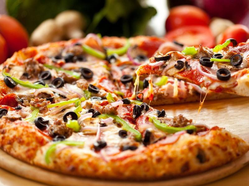 Переваги замовлення піци додому або в офіс